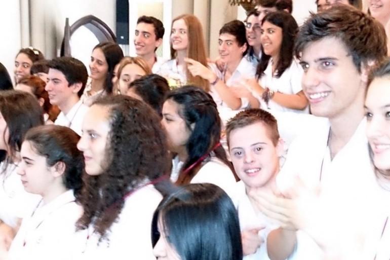 Imagen: foto de Alan en el colegio